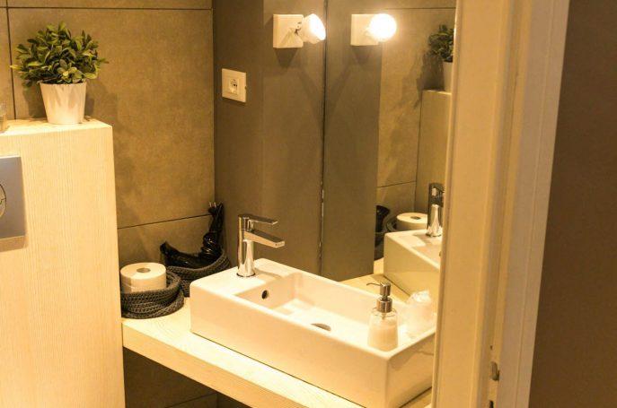 Dettaglio del Bagno camera BB Treviso appartamento beige Rialto 13